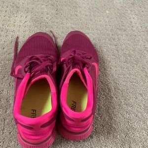 Nike shoes burgundy size 8